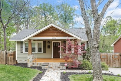 Open House : Beautifully Maintained Arts and Crafts Style Home Minutes Away From Plaza Midwood!