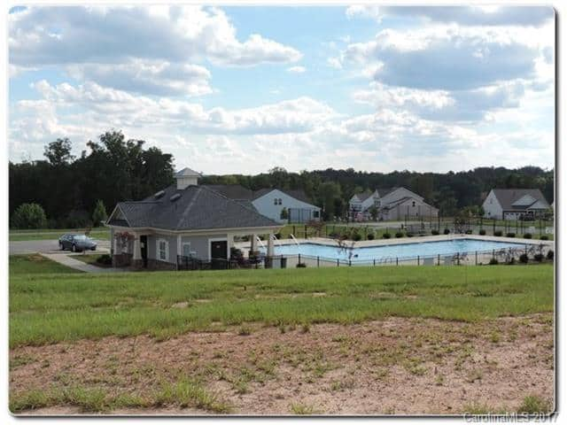 Lancaster Waterfront Homes Edgewood Pool
