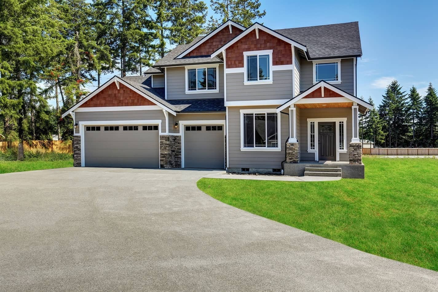 Craftsman American House With Rocks Trim, Garage And Concrete Fl